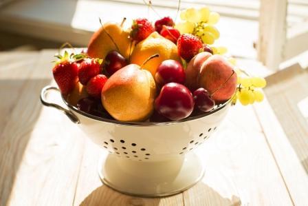 ovocie v miske na chudnutie