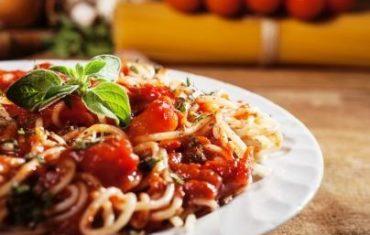 cestoviny s paradajkovou omackou