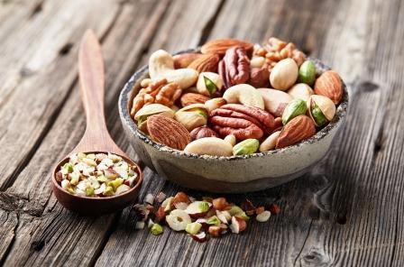mix orechov v miske na chudnutie