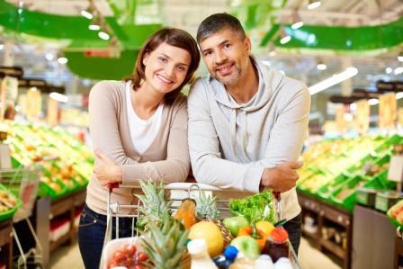 muž a žena nakupujú zdravie